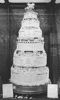 Just in case you have the queeny complexOne of the cakes for Princess (Queen) Elizabeth II and Prince Philip's Wedding Cake, November weighing 500 pounds. Beautiful Wedding Cakes, Beautiful Cakes, Amazing Cakes, Royal Cakes, Royal Brides, Royal Weddings, Princess Elizabeth, Queen Elizabeth, Elegant Cake Design