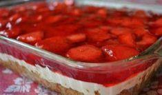 Το φραουλένιο γλυκάκι της γιαγιάς!!είναι πολύ δροσερό, πολύ γρήγορο, οικονομικό και μπορείς να φας αρκετό χωρίς πολλές ενοχές.