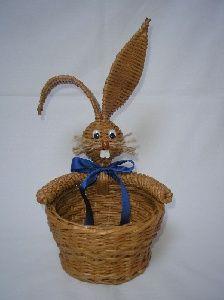 NÁVOD na zajíčka- Česká Kanada - Kněžíčkovic ateliér - originální ruční výrobky Straw Weaving, Paper Weaving, Weaving Art, Basket Weaving, Recycled Magazines, Weaving Designs, Newspaper Crafts, Easter Projects, Paper Basket