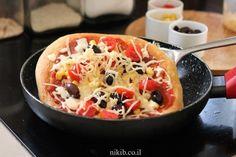פיצה במחבת Pastry Recipes, Fruit Salad, Recipies, Good Food, Food And Drink, Chefs, Cooking, Projects, Recipes