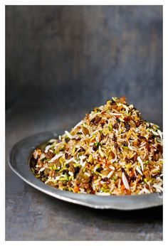 Javaher Polow (Jewelled Rice): Iranian rice with onions, pistachios, carrots and barberries. Arroz Recipe, Paella Recipe, Rice Recipes, Real Food Recipes, Cooking Recipes, Healthy Recipes, Iranian Cuisine, Iranian Food, Comida India