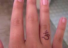 Afbeeldingsresultaat voor vinger tattoo