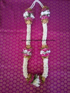 Order Fresh flower poolajada, bridal accessories from our local branches present over SouthIndia, Mumbai, Delhi, Singapore and USA. Flower Garland Wedding, Wedding Garlands, Flower Garlands, Telugu Brides, Telugu Wedding, Hindu Bride, South Asian Bride, Mehendi, Artificial Flowers