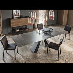 unser keramik esstisch ceidi mit den da vinci st hlen und dem transparenten mamamia stuhl den. Black Bedroom Furniture Sets. Home Design Ideas