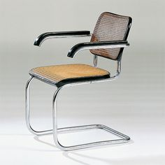 Marcel Breuer's cantilever chair, 1928 Mod Furniture, Vintage Furniture, Furniture Design, Vitra Design Museum, Marcel Breuer, Bauhaus Design, Inside Design, Cool Chairs, Chairs