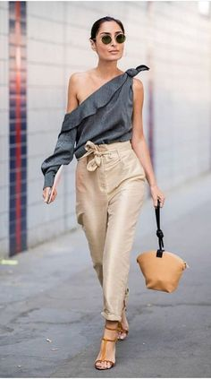 43 Street Style Fashion Trends Worth Copying From fashion week coverage a Fashion Week, Look Fashion, Autumn Fashion, Fashion Outfits, Womens Fashion, Fashion Tips, Fashion Trends, Spring Fashion, Latest Fashion