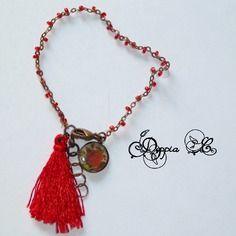 Bracelet à pampille et pompon tons rouge