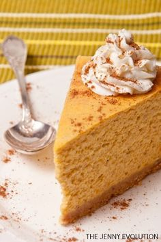 No Thanksgiving table is complete without both pumpkin pie and pumpkin cheesecake! This perfect pumpkin cheesecake recipe is creamy, delicious and oh so very good! It's the perfect Thanksgiving dessert! Perfect Pumpkin Cheesecake Recipe for Pum Pumpkin Cheesecake Recipes, Pumpkin Recipes, Fall Recipes, Holiday Recipes, Pumpkin Cheescake, Simple Recipes, 6 Inch Cheesecake Recipe, Cheesecake Crust, Healthy Recipes