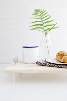 DIY Pine Serving Tray by Fall for DIY for Design*Sponge #tray #diy #howto #crafts #breakfastinbed