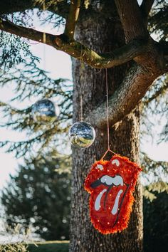 A Rock n Roll Glitter Wedding complete with Piñata and Glitter Balls. Rock And Roll Birthday, Unusual Wedding Venues, Unique Weddings, Rock Vintage, Rockers, Sprinkle Of Glitter, Rock Star Party, A Little Party, Disco Party