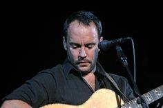 Dave Matthews performs in concert at Coors Amphitheatre in Chula Vista, California on September 28, 2007. (UPI Photo/Roger Williams)