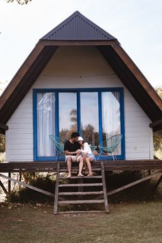 fotos novios, pareja goals Travel Style, Mary, Cabin, House Styles, Instagram, How To Wear, Ideas Para, Boots, Vacation Pictures