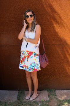 Look da Camis | Camila Gomes | Sim, Senhorita | Blusa NK Store, Saia Le Lis Blanc, Sapatilha Via Mia, Bolsa Adô Atelier, Colar Pret-a-Porter, Óculos Ray Ban