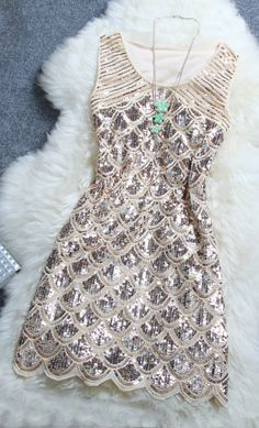 Highlight with handmade sequins on, this dress will make you shinning in the sun and light. Be super star with it.