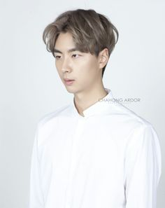 Metallic brown/Soft Double Perm 메탈릭 브라운/소프트 더블 펌 by Chahong Ardor Soft Brown Hair, Brown Hair Men, Hairstyles Haircuts, Haircuts For Men, Korean Haircut, Men Hair Color, Asian Men Hairstyle, Perms, Hair Reference