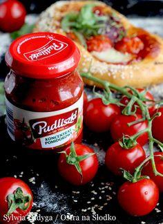 POMIDOROWE FOCACCIE Z SALAMI I MOZZARELLĄ Mozzarella, Salads, Vegetables, Recipes, Food, Veggies, Vegetable Recipes, Meals, Salad
