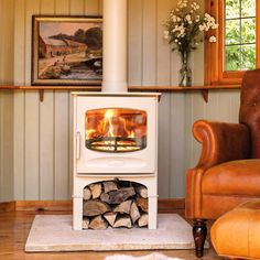 Everything you need to know about open fires and stoves wood burner Corner Wood Stove, Wood Fuel, Multi Fuel Stove, Multi Fuel Burner, Stove Fireplace, Wood Stove Hearth, Log Burner, Open Fires, Living Spaces