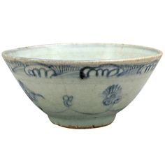 Antique and Vintage Porcelain - For Sale at Ceramic Tableware, Porcelain Ceramics, Ceramic Bowls, White Ceramics, Old Pottery, Ceramic Pottery, Pottery Art, Blue And White China, Blue China