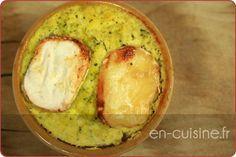 Recette flans de brocolis et fromage de chèvre au Thermomix 500 g de brocolis 2 oeufs 2 yaourts nature 60 g de chèvre en bûche 1 l d'eau sel poivre 1 cc de curry