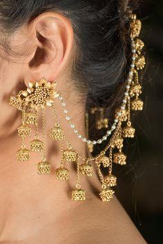 Baahubali Gold Plated Earrings Indian Bridal Jewelry Sets, Indian Jewelry Earrings, Bridal Bangles, Jewelry Design Earrings, Gold Earrings Designs, Ear Jewelry, Jhumka Designs, Bridal Jewellery, Designer Earrings
