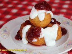 Papanasi cu smantana si dulceata (reteta video) Sweets Recipes, Desserts, Romanian Food, Pastry Cake, Dessert Drinks, Doughnuts, Deli, Foodies, Good Food