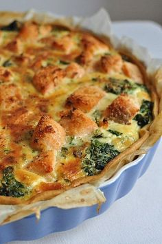 Salmon-spinach pie Source by genevivehaegy Quiches, Seafood Recipes, Cooking Recipes, Food Porn, Spinach Pie, Good Food, Yummy Food, Salty Foods, Quiche Recipes