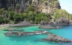 Com 100 metros de extensão, a Baia dos Porcos é um dos lugares mais incríveis de Fernando de Noronha
