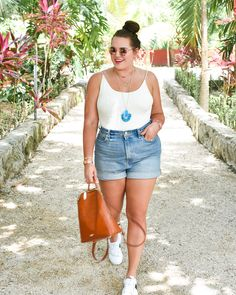 Best of: curvy girl closet staples 2018 sassy red lipstick curvy girl outfi Curvy Girl Outfits, Curvy Girl Fashion, Plus Size Outfits, Petite Fashion, Child Fashion, Plus Size Shorts, Look Plus Size, Plus Size Women, Plus Size Summer Fashion