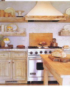 love the way the shelf wraps around the hood Designer: Jose Solis Betancourt #homedesignideas http://www.solisbetancourt.com/