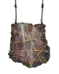 Gioielli e tessuti preziosi, la mostra Interno