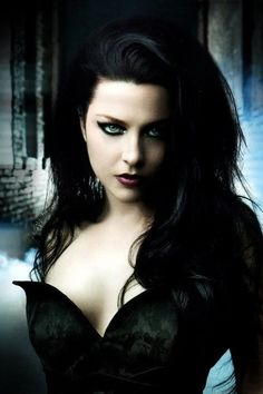 The gorgeous Amy Lee Dark Beauty, Goth Beauty, Dark Fashion, Gothic Fashion, Chica Heavy Metal, Hot Goth Girls, Belle Silhouette, Gothic Mode, Goth Women