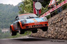 """""""flying"""" Porche 911 at the 2012 Rally Cremona Porsche Classic, Classic Cars, Porsche 911, Rally Car, Car Car, Dream Cars, Rallye Automobile, Carros Lamborghini, Ferrari"""