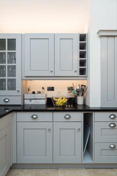 Kitchen Cupboard Colours, Grey Kitchen Cupboards, Kitchen Black Counter, Repainting Kitchen Cabinets, Black Kitchen Countertops, Kitchen Room Design, Modern Kitchen Cabinets, Kitchen Worktop, Kitchen Cabinet Design
