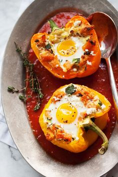 Healthy Recipes Baked Eggs in Stuffed Peppers with Sweet Potato Hash - (Free Recipe below) - Potato, Broccoli Egg Recipes, Brunch Recipes, Low Carb Recipes, Breakfast Recipes, Vegetarian Recipes, Dinner Recipes, Cooking Recipes, Healthy Recipes, Breakfast Ideas