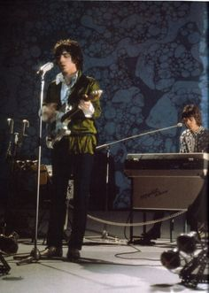 Syd Barrett and Rick Wright on stage.