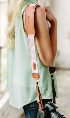The Blush Fotostrap with a custom monogram - the perfect gift for your bridesmaids.