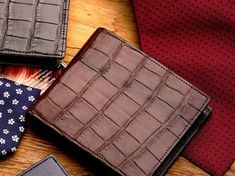 Bifold wallet by ANTORINI. Men's fashion, Men's style tips, Dapper style and Dappermen. Men Style Tips, Style Men, Men's Style, Latest Mens Fashion, Men's Fashion, Handmade Leather Wallet, Dapper Men, Hand Stitching, Mens Suits
