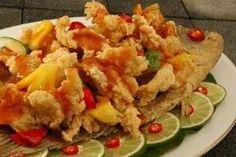 Resep Gurame Asam Manis - BAHAN : 1 ekor ikan Gurame, 2 buah wortel, 2 batang daun bawang,2 buah cabe merah, 2 buah cabe hijau, 1 kerat jahe, 2 buah bawang putih,Saus tomat secukupn