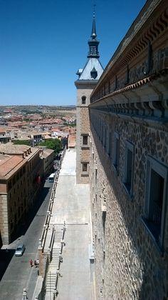 Alcázar desde la cafetería de la Biblioteca de Castilla-la Mancha. Toledo, Spain.