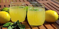 Havalar yavaş yavaş serinlemeye başlasa da içecek tarifleri her zaman arşivde bulunmalı:) Taze ve sağlıklı bir limonataya eminim kimse hayır demez:) Masamızdan içecek tarifimiz sizlerle... Limonata Kaydet Yazdır İçindekiler 7-8 adet limon toz şeker nane su Tarif Limonları iyice yıka
