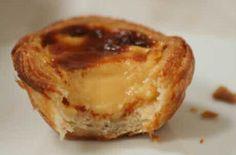 Lekker pasteis de belem taartjes recept met bladerdeeg uit de winkel en banketbakkersroom vulling