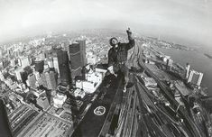Building the CN Tower / The original EdgeWalk @Randy Kalp I bet this was a bit different than when you did it! #PinUpLive