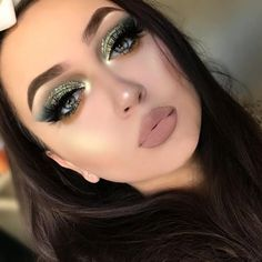 eyeliner for eye shape 364087951127158223 - 37 trendy nails ideas for winter makeup looks Source by angelinepala Glam Makeup, Glitter Eye Makeup, Hair Makeup, Make Up Looks, Gorgeous Makeup, Love Makeup, Makeup Goals, Makeup Tips, Makeup Ideas