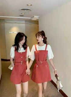 Best Friend Couples, Best Friend Outfits, Korean Fashion Trends, Asian Fashion, T Shirt Hacks, Twin Outfits, Cute Comfy Outfits, Friends Fashion, Ulzzang Fashion