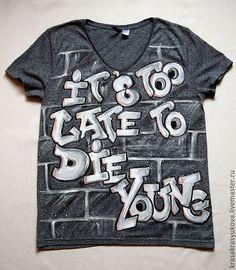 Купить или заказать граффити в интернет-магазине на Ярмарке Мастеров. роспись футболки :надпись в стиле граффити, на стене. Содержание надписи может быть любое, цветовое решение так же может быть любое. Роспись выполнена красками по ткани, не стираются, не выгорают, можно стирать в машине.…
