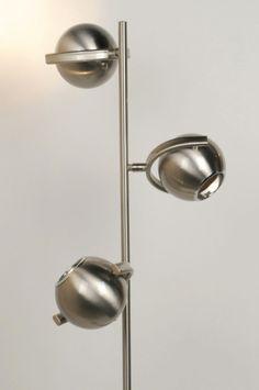 E-mail: es@lumidora.com .. Haga clic en este enlace . tienda online : http://www.lumidora.com/es/  . Sin gastos de envío .   Una negra lámpara de pie retro de acero llamada Esfera de 3 focos.  Led /  Lámpara de pie / lámpara sala de estar /    iluminación interior / lámpara de dormitorio  .