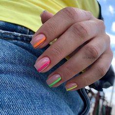 Semi-permanent varnish, false nails, patches: which manicure to choose? - My Nails Stylish Nails, Trendy Nails, Cute Nails, Neon Nails, My Nails, Neon Nail Art, Geometric Nail Art, Bride Nails, Minimalist Nails