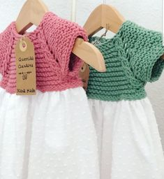 queridaclaudia Crochet Kids Hats, Crochet Baby, Knit Crochet, Baby Girl Fashion, Kids Fashion, Tricot Baby, Baby Fabric, Knitted Flowers, Girly Outfits