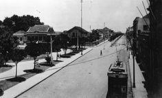 1915 - Bonde elétrico na Praça Carlos Gomes. Acervo: Paulo Affonso Gröetzner.