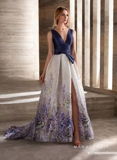 """Meet """"Love Sewing"""" Manu Garcia's new proposal for party and godmother dresses. Modern and elegant line where skirts are the main protagonists. Bridesmaid Dresses, Prom Dresses, Formal Dresses, Fiesta Outfit, Fashion Mode, Beautiful Gowns, Purple Dress, Ideias Fashion, Ball Gowns"""